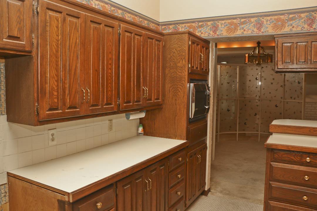 1046 N Stratford Ln Wichita KS - McCurdy Auction | Real ...