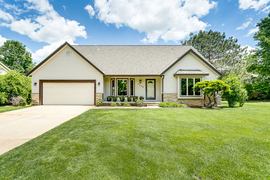 Auction - (Nw) Premier - 4-br Home W/ 2-car Gar & Bsmt - WICHITA, KS