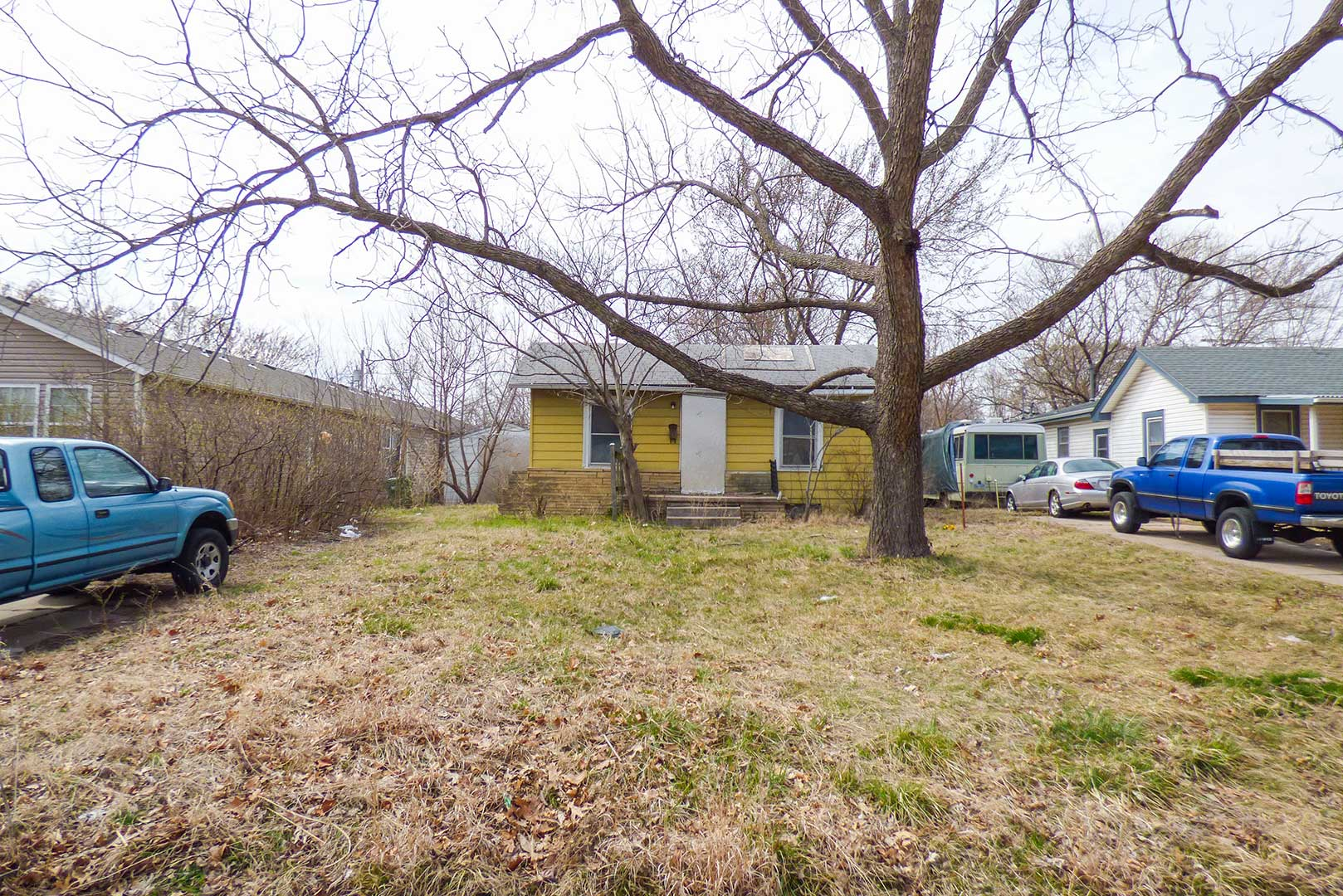 McCurdy Auction - (SE) NO MIN/NO RES - 2-BR, 1-BA Home w/ 1-Car Garage