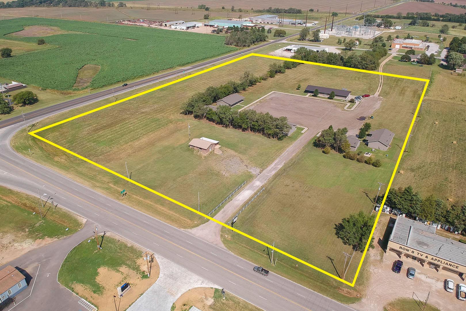 Auction - (Harper) Absolute | 28 Unit Westview Lodge Hotel & Apartments Built In 2012 - HARPER, KS